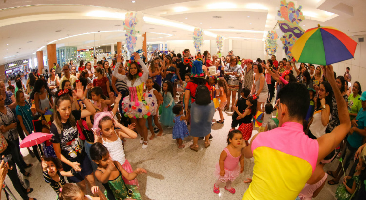 Bailinho Maravilha e Fada Magrinha no Folia Kids do RioMar
