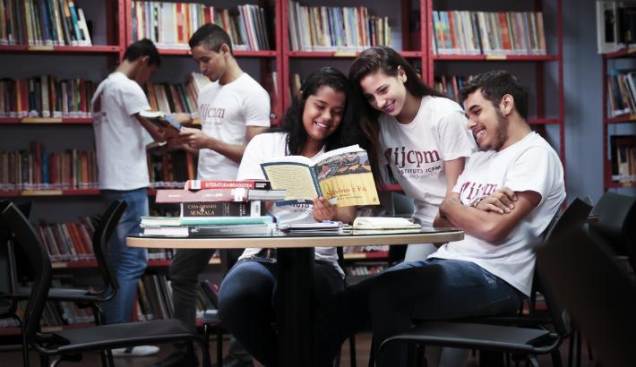 Dez anos ampliando oportunidades para jovens através de ações sociais