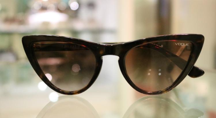 Óculos com transparência e retrô são tendência