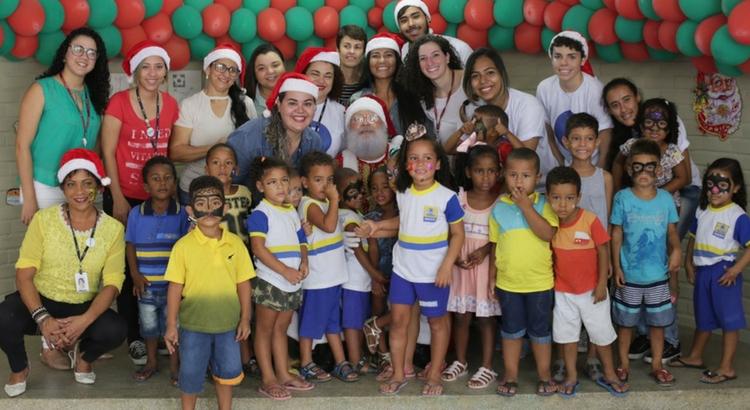 Crianças recebem ação do Natal Solidário RioMar