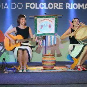 Criançada se diverte no Dia do Folclore no RioMar