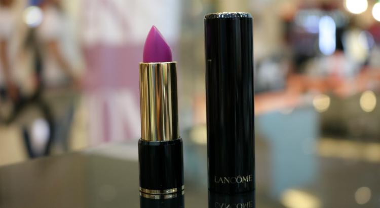 Batom roxo: os tons da moda e onde comprar