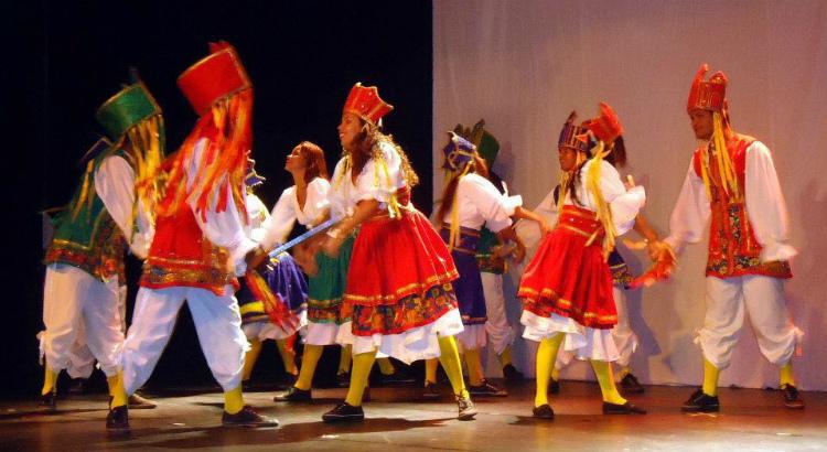 Balé Deveras se apresenta no RioMar de Folia