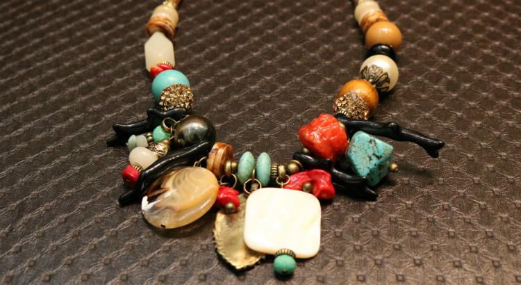 Conchas, corais e turquesa nas peças da nova coleção da Trudys