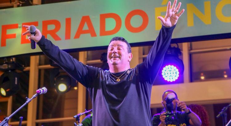 André Rio festeja com o público durante o feriado no RioMar