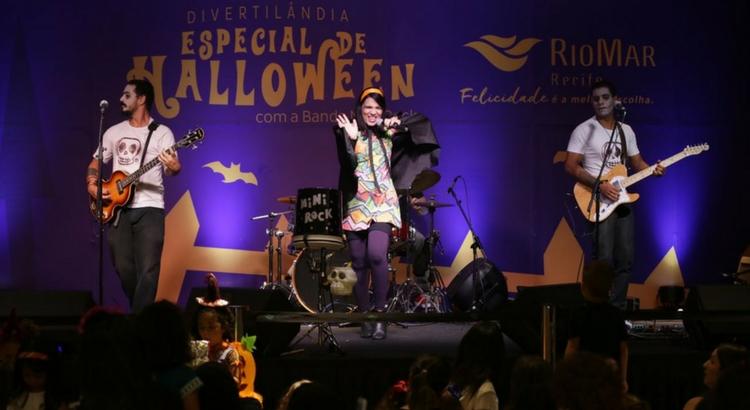 Fantasiadas, crianças curtiram o som de Mini Rock no Halloween do RioMar