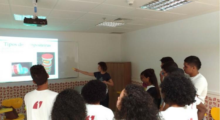 Oficina de Compostagem leva conhecimento prático para estudantes