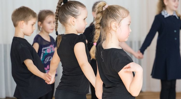 Dança popular kids na Cia Athletica