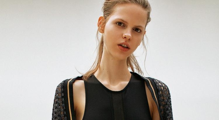 Calvin Klein aposta nas peças atemporais e básicas para montar os looks