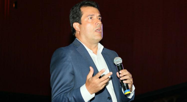 André Trigueiro aponta caminhos sustentáveis durante lançamento de livro no RioMar