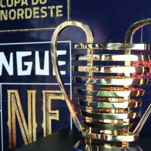 Taça da Copa do Nordeste disponível para visitação no RioMar Recife