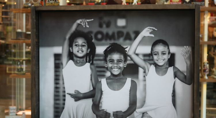 Exposição fotográfica no RioMar reforça Semana do Bebê