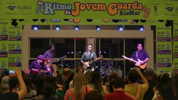 No Ritmo da Jovem Guarda emociona e faz público dançar no RioMar