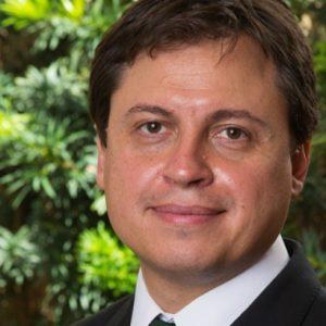 Gerson Camarotti lança livro, na Saraiva, sobre o futuro da Igreja Católica
