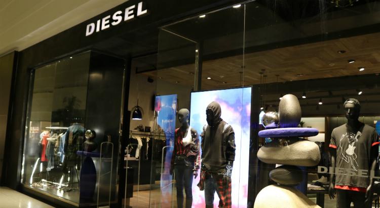 Vitrine e coleção da Diesel inspiradas no Festival Burning Man