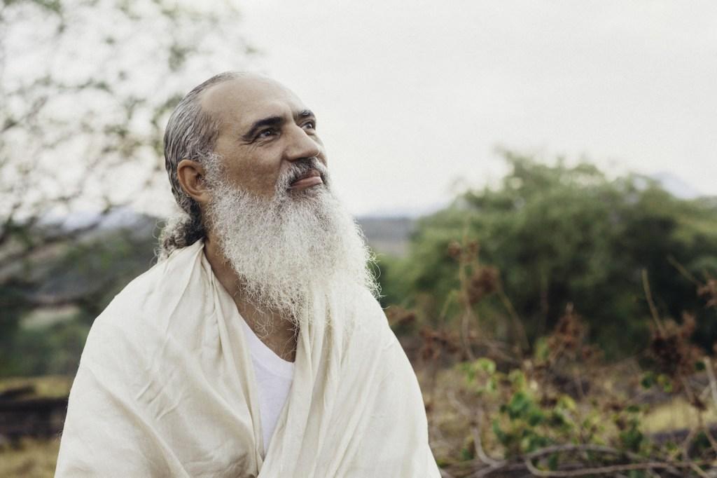 Sri Prem Baba lança livro neste domingo na Livraria Saraiva