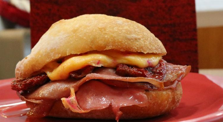 Conheça os novos sanduíches artesanais da Artisano