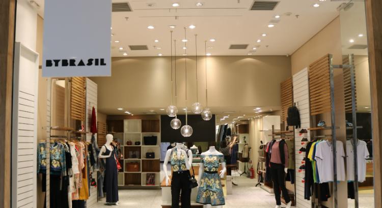 fed9d69ed By Brasil inaugura nova loja no RioMar