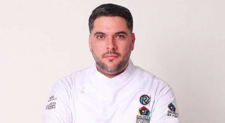 Chef Rapha Vasconcellos ensina a fazer Pasta negra no Ateliê Perini