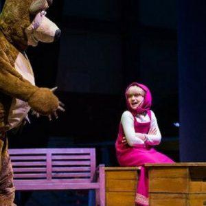 Espetáculo Masha e o Urso no Teatro RioMar