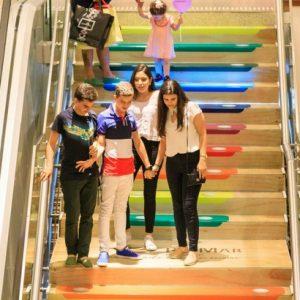 Escada musical de Natal faz sucesso entre o público