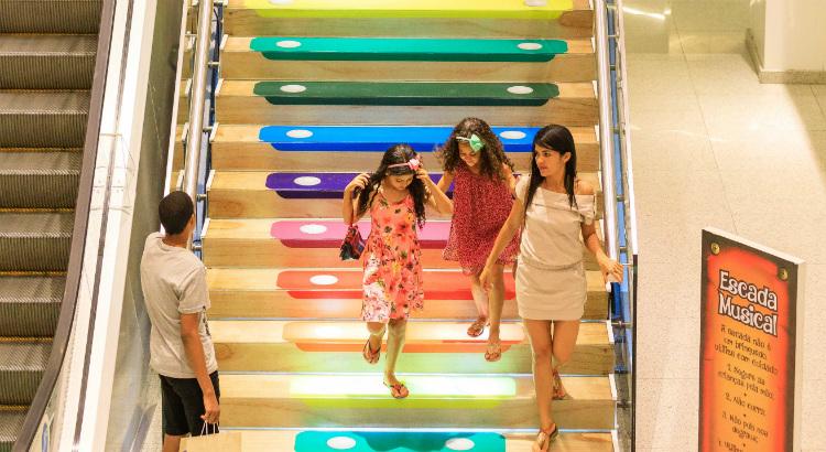 Vídeo: escada musical do RioMar encanta adultos e crianças