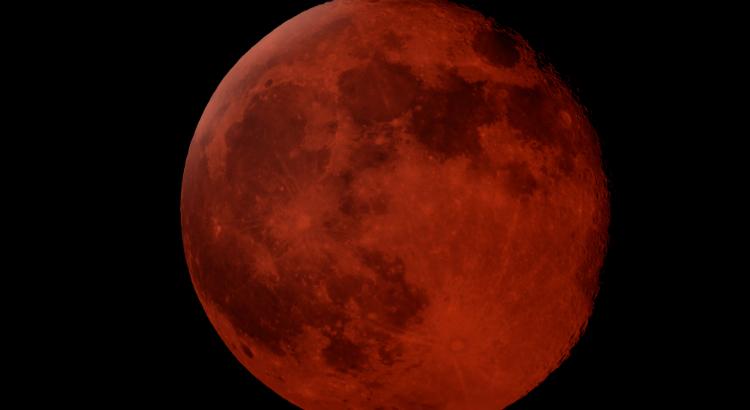 Sexta-feira tem maior eclipse lunar do século