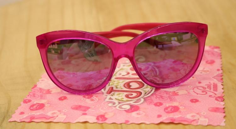 de91e77ab O modelo masculino da marca Polaroid tem a lente polarizada e custa R$ 252.  Todos os óculos possuem proteção 100% UVA/UVB. Óticas Visão