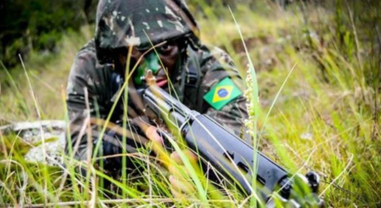 Exército Brasileiro realiza exposição pelo Dia do Soldado