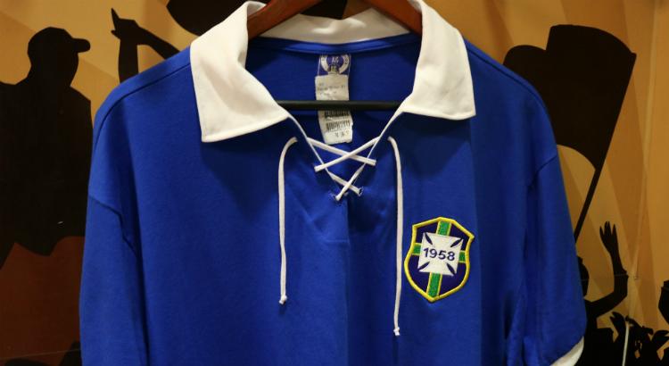 Loja PE Retrô tem camisas históricas da Seleção