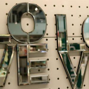 Espelhos dão beleza e funcionalidade aos ambientes