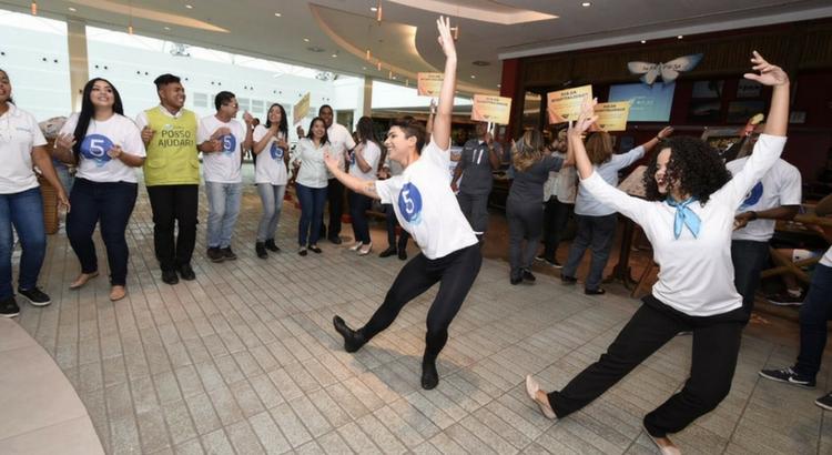 Funcionários do RioMar Recife emocionam público com apresentação