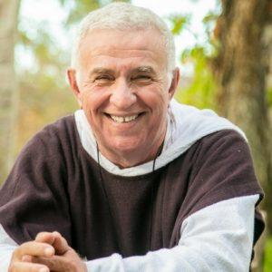 Padre Airton Freire realiza palestra beneficente no Teatro RioMar