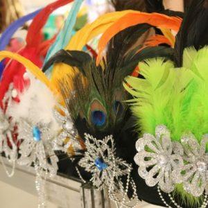 Adereços carnavalescos: a folia começa com eles