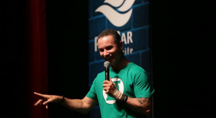 Marco Luque espalha risadas durante RioMar de Humor