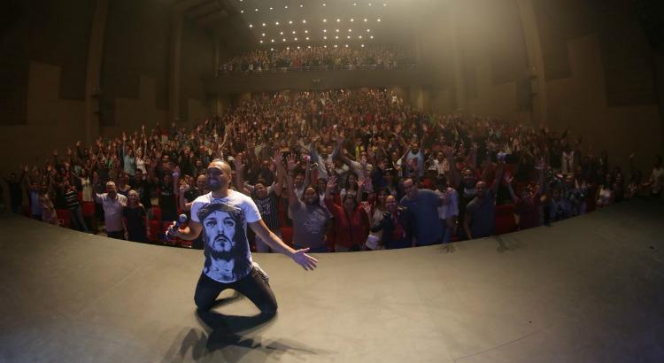 Duas horas de risadas com Tirullipa no Teatro RioMar