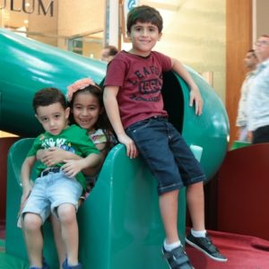 Portal para o Natal diverte a criançada no RioMar