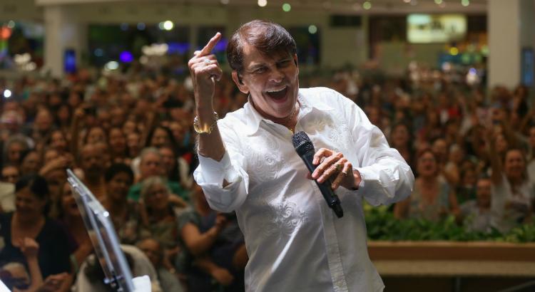 Adilson Ramos anima o feriado da Data Magna no RioMar