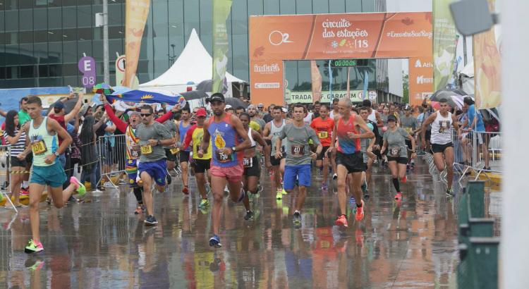 Com chuva, é dada a largada do Circuito das Estações Recife 2018