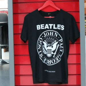 Marilyn Monroe e Beatles nas camisas da Liverpool