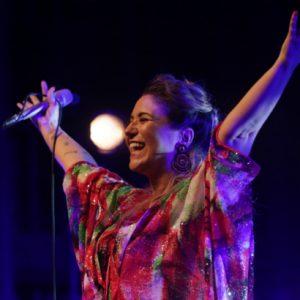 A música afetiva de Maria Rita emociona público no Teatro RioMar
