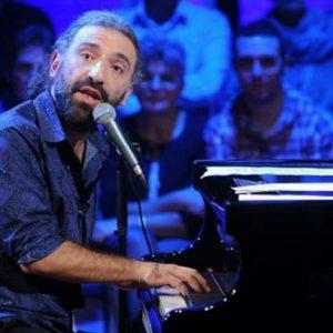 Pianista Stefano Bollani celebra Dia dos Pais no Teatro RioMar