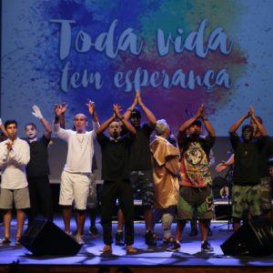 Noite de esperança, louvor e transformação de jovens