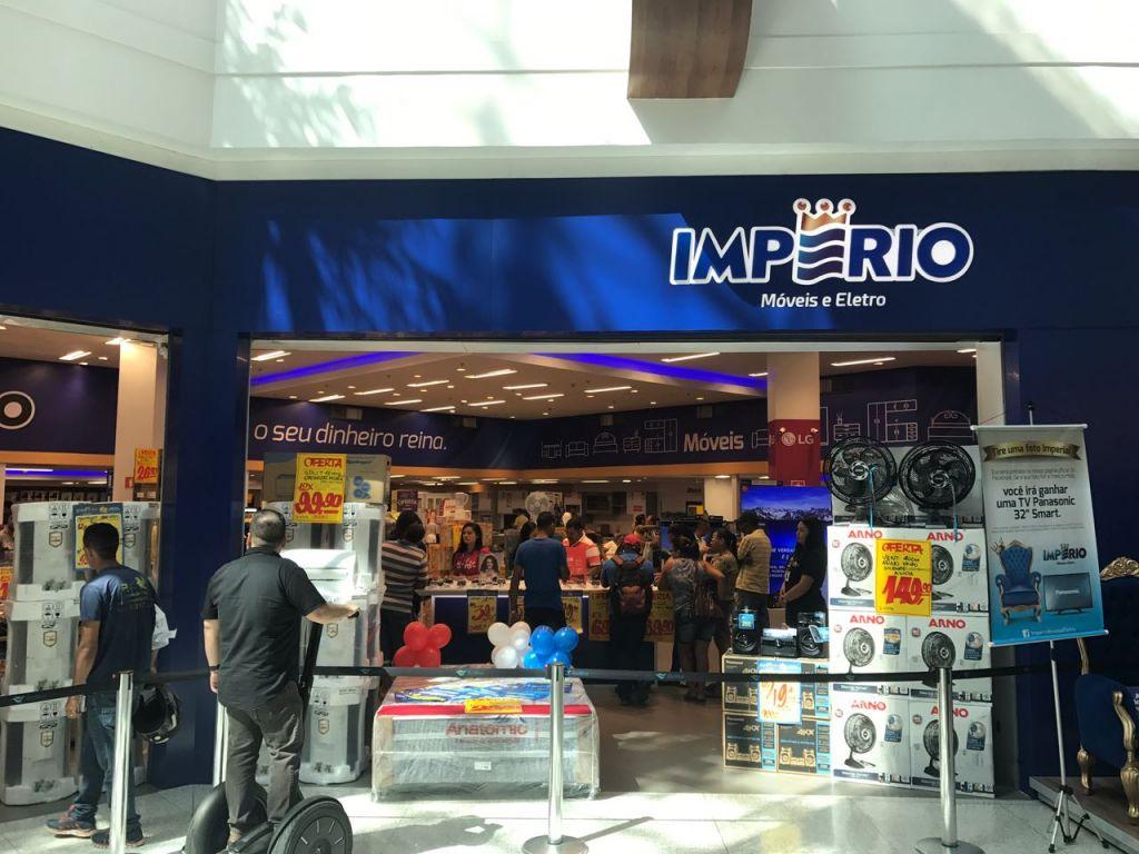 Produtos em oferta atraem grande público na inauguração da Império Móveis e Eletro