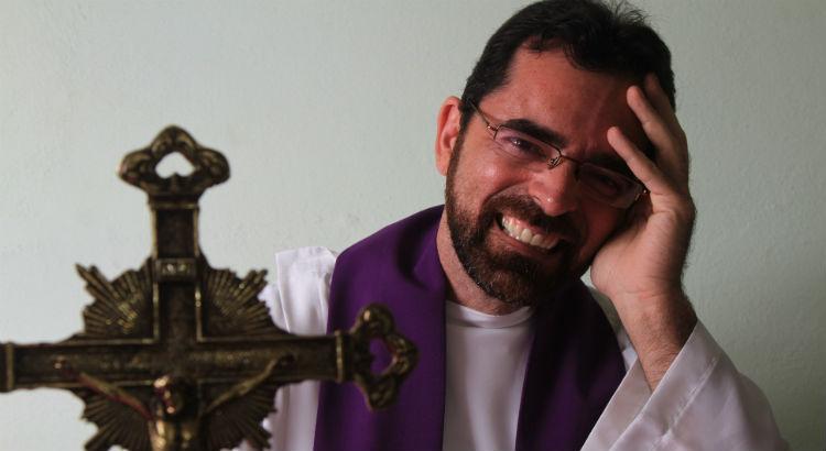 RioMar Recife celebra cinco anos com bênção de frei Rinaldo