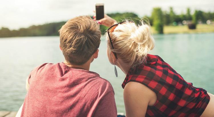 Namorados: o smartphone ideal para garantir aquela selfie com seu par