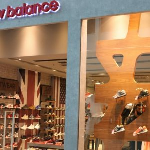 New Balance dispõe de vários calçados em oferta para volta às aulas