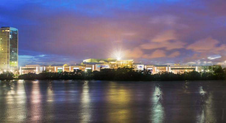 Iluminação externa do RioMar chama atenção