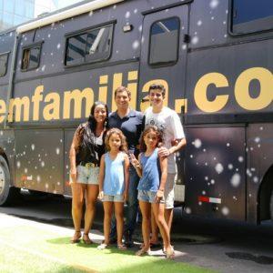 Aproveite o fim de semana e visite a família que viaja a bordo de um ônibus