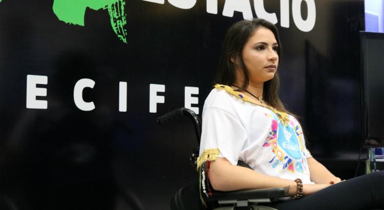 """""""Minha gasolina são as pessoas"""", comenta ex-ginasta Laís Souza em bate-papo"""